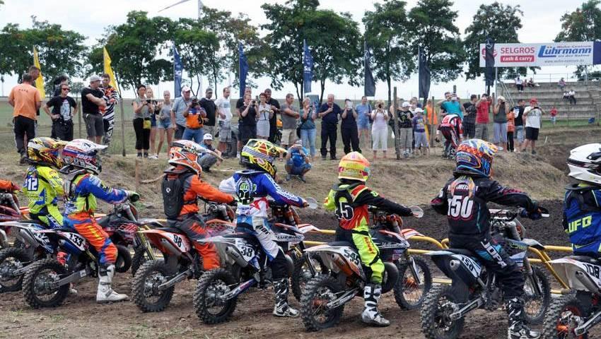 Start der Motocross-Kids 2016 beim Lauf zur Landesmeisterschaft im TALKESSEL
