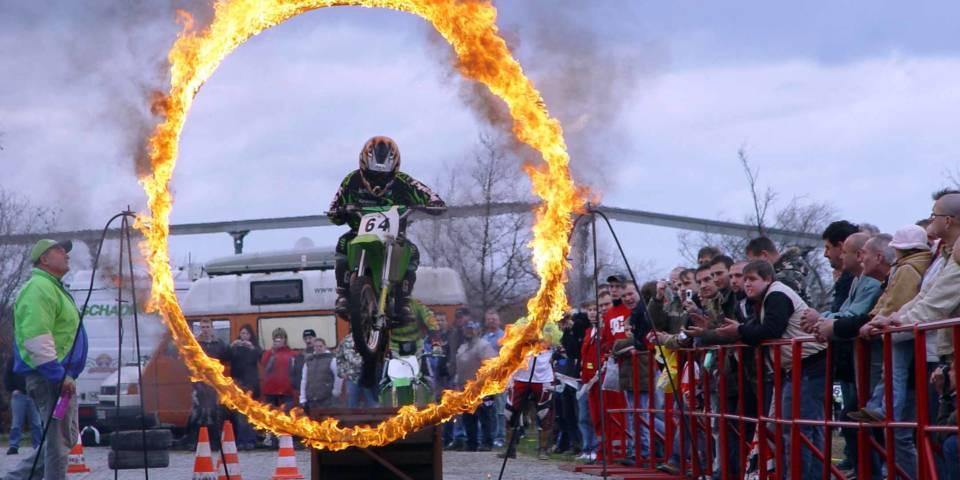 """Action wie im vergangenen Jahr gibt es auch 2017 wieder auf der Messe """"Motorräder und Rolle"""" in Magdeburg"""