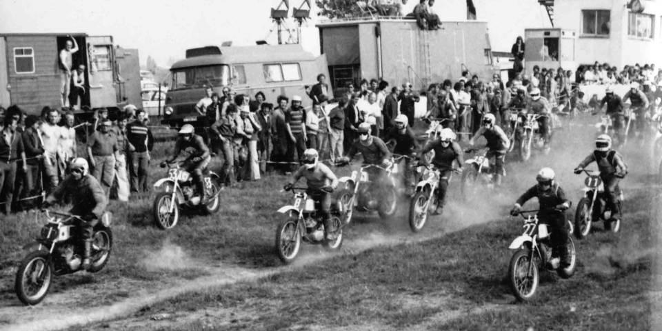 Vorfreude mit diesem alten Foto auf das Classic Motocross im Mai - das Bild zeigt den Start zum Pokal der Kalikumpel in Teutschenthal 1979