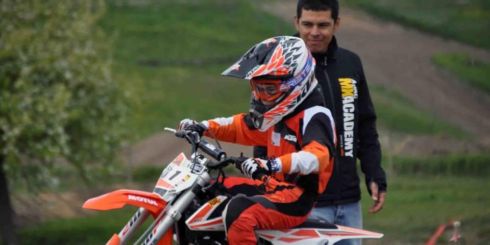 Aufmerksam beobachtet Santiago Quintero Magana seine Schützlinge