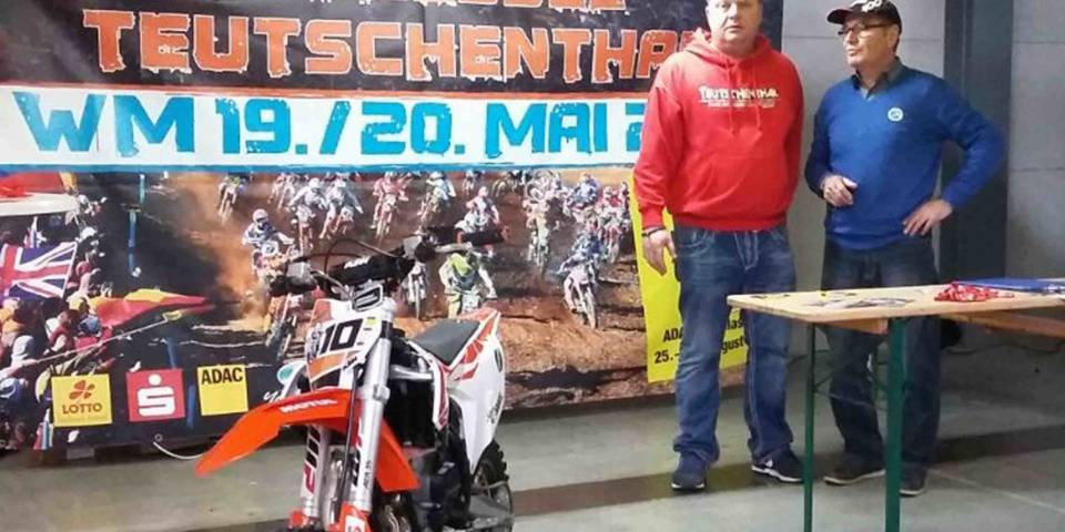 Thomas und Jürgen am Infostand des MSC bei der Night of Freestyle 2018 in Halle (Saale)